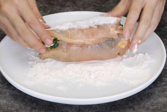 Roll the chicken