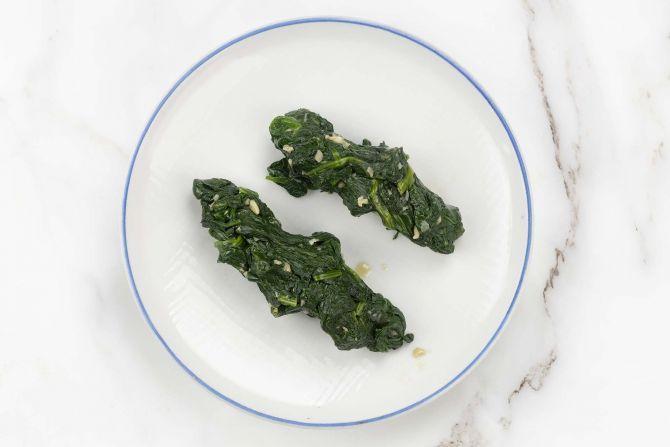 Stir-fry spinach
