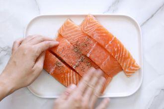 step 1: rub the salmon