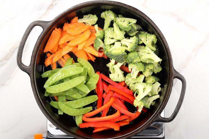 stir fry the vegetables